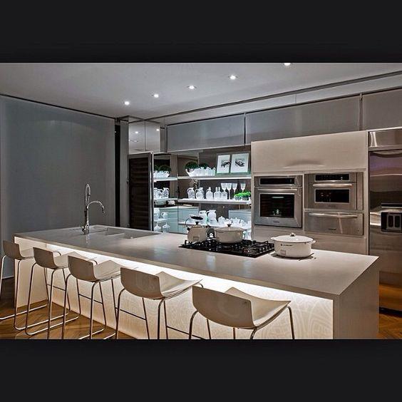 #kitchen & #white..!! Amo branco!!! Detalhe da bancada iluminada!! #love #architecture #arquitetura #arquiteturadeinteriores #architecturelovers #4home #4interior #archidaily #interiors #livingroom #instadesign #decor #decoration #decoração #details #instadecor #homestyle #homedecoration #casacorrs