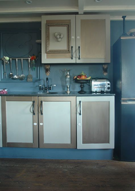 9_di - nice color, and check out the texture reversal on the cabinets.