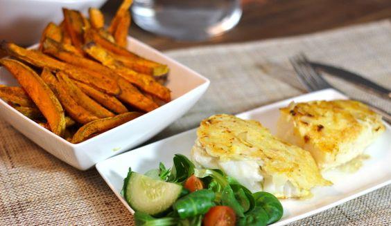 Kabeljauw in krokant amandel-kaas jasje en zoete aardappel friet