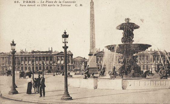 """La place de la Concorde, """"nom donné en 1793 après la Terreur"""", vers 1900."""