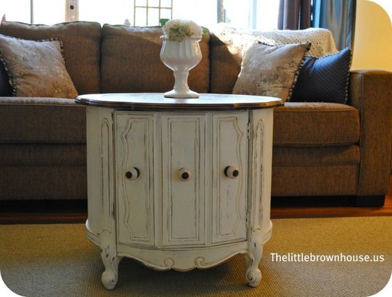 chalk paint on furniture  hmmm...would I be able to revamp ugly bedroom furniture w/ this stuff?