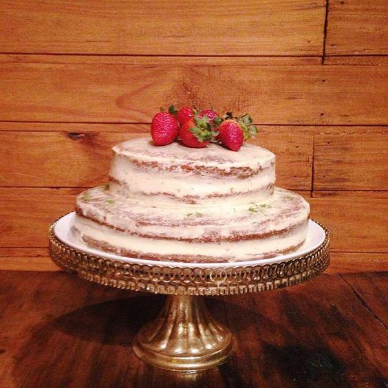 Um Feliz Natal pra todo mundo, com foto do meu bolo de morango, creme e raspas de limão ❤️