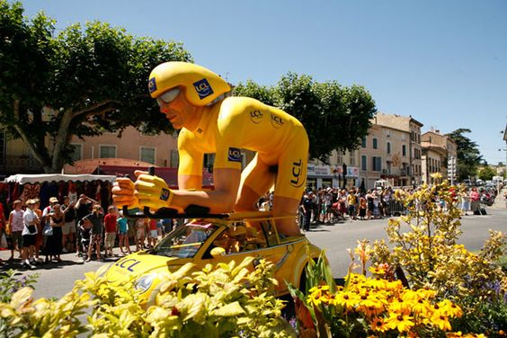 Publicity caravan - Tour de France 2008, LCL Banque advertising float
