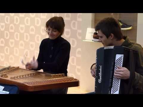 Hackbrett Und Akkordeon Ein Mops Kam In Die Kuche Youtube Akkordeon Mops Lieder