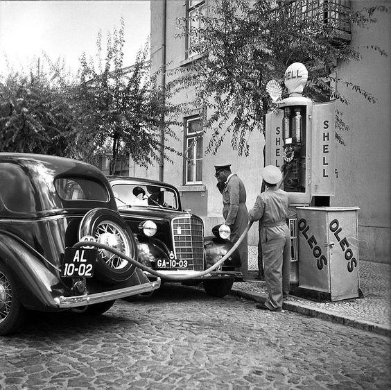 Posto de Gasolina, Lisboa, Portugal    Fotografia sem data. Produzida durante a actividade do Estúdio Mário Novais: 1933-1983.: