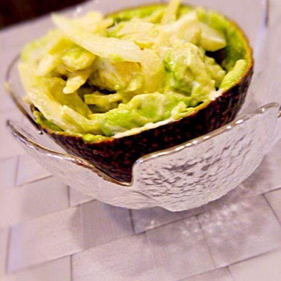 冷蔵庫で冷た~く冷やしてから食べた方が美味♪ - 16件のもぐもぐ - アボカドと新玉ねぎ~わさびマヨ和え~ by momokoro0917