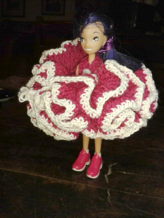 robe faite au crochet. réalisation Mireille  VALLAZ