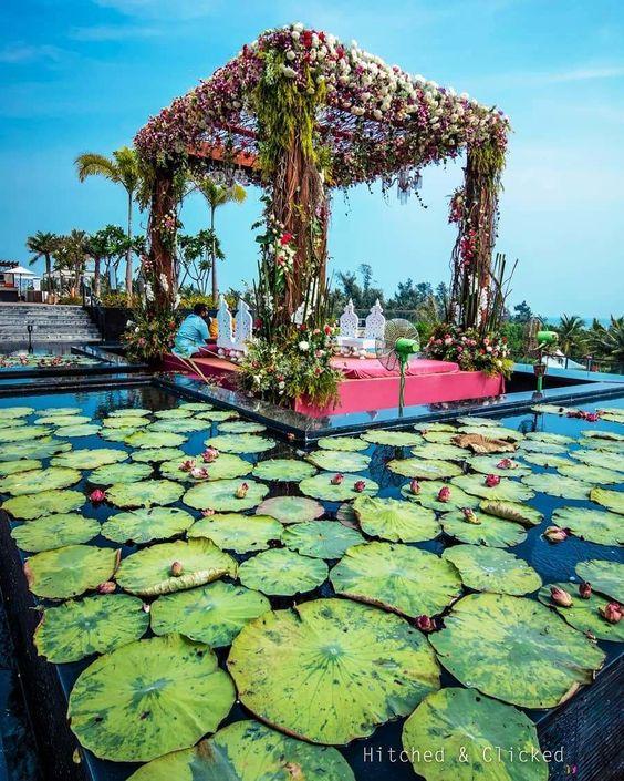 Elegant Floating Mandap Styles For Your Wedding, e278b829c0d5e7e386c7aabdff6eb197