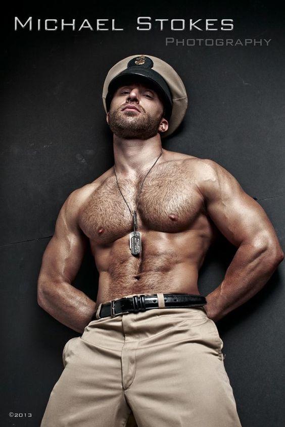 Imaju li vojnici gay seks