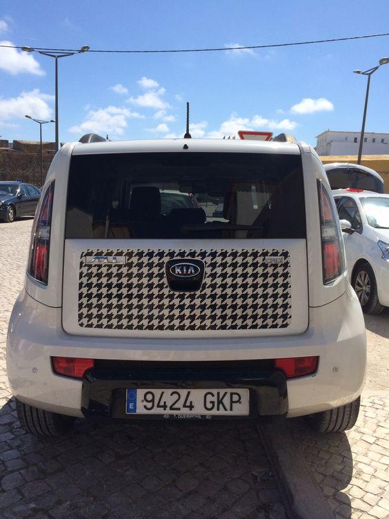 Pied-de-Poule Car
