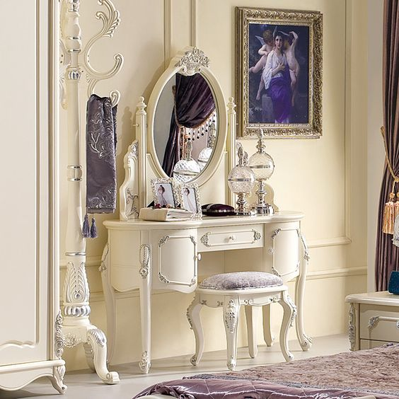 Tables on pinterest for Meuble coiffeuse antique