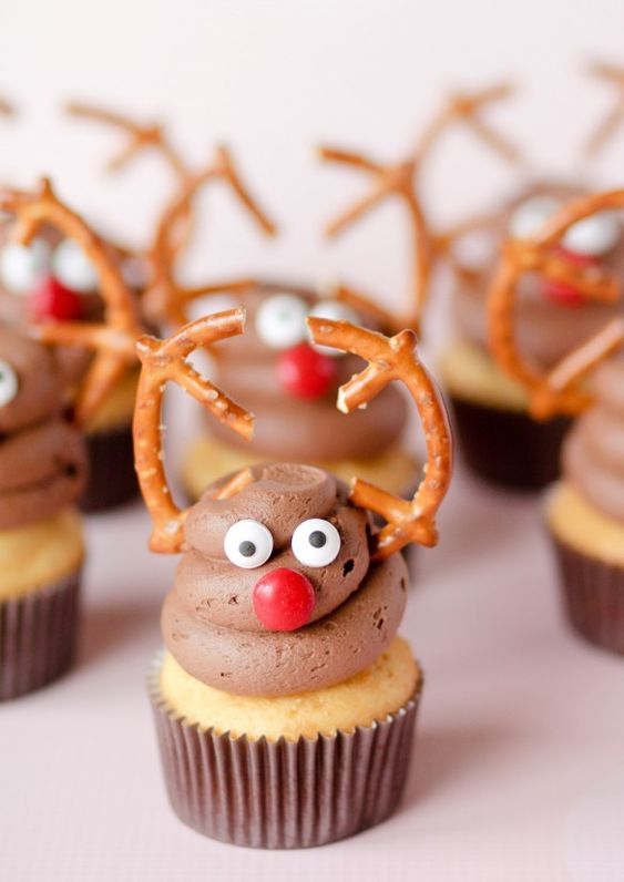 Cute and easy Reindeer Cupcakes!!  - by Confessions of a Cookbook Queen