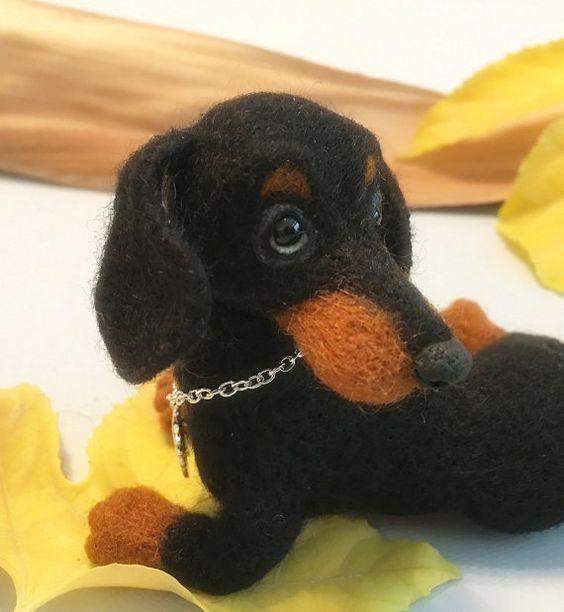 Dackel, Nadel gefilzt, Hund, schwarze und braune Welpen, Custom Order nur von Marina Lubomirsky