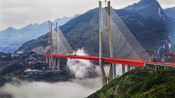 Finalizan el puente más alto del mundo: está en China y mide 565 metros de altura