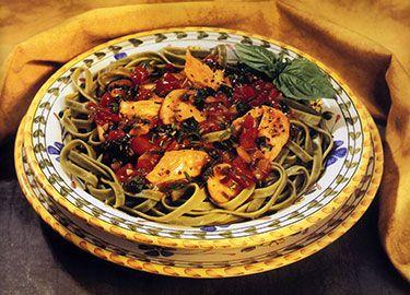 Fettuccine con Pollo alla Fiorentina with chicken and spinach for a yummy healthy pasta dinner.