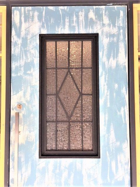 店舗のドアガラスを自作 アブストラクト クリア を使用した事例
