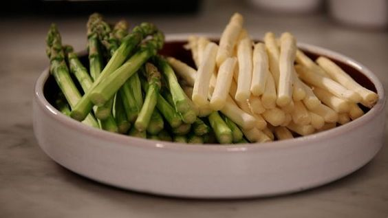 Asparagus Allergy Symptoms  Asparagus is a vegetable, which is prominent for its unique taste and exceptional health benefits. However, hypersensitive may experience asparagus allergy symptoms when they ingest this vegetable in raw form.  http://allergy-symptoms.org/asparagus-allergy/