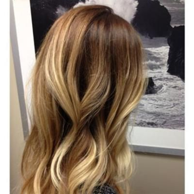 blonde Balayage Highlights und mitteldunkler Ansatz