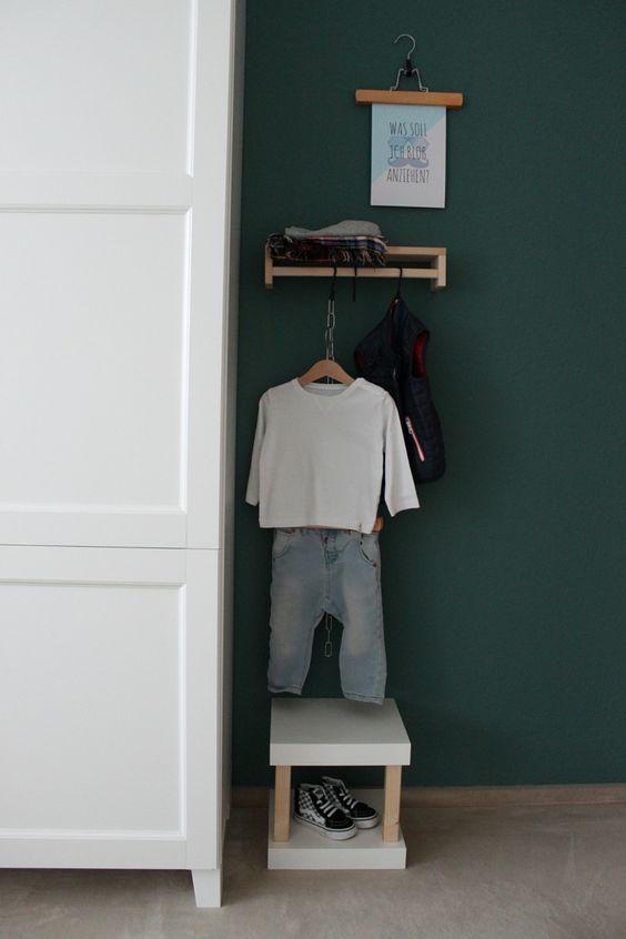 kinderzimmer garderobe ikea hack mit gewürzregal und lack regal
