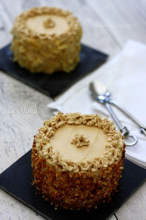 J'adore le moka ! Je n'en avais jamais fait alors je me suis dit pourquoi pas? Ceci dit je suis un peu moins fan de la crème au beurre, c'est pourquoi j'ai un peu revisité ce dessert en changeant la composition de la crème. Pas de beurre donc mais une...