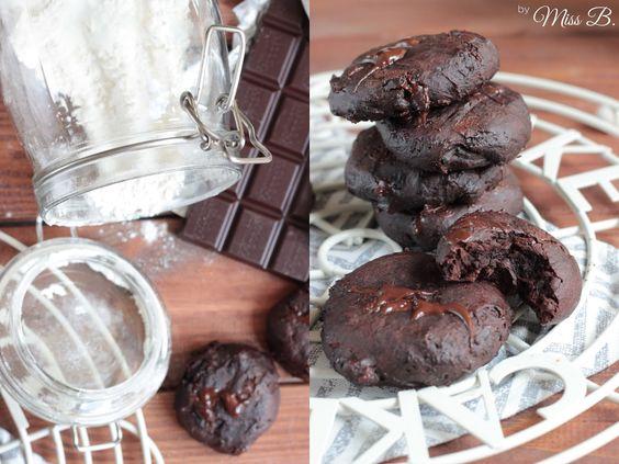 """Wer möchte ein bisschen """" Omnomnomnom """"? Das sind die richtigen Cookies für alle die es chewy mögen.Chocolate Fudge Brownie Cookies ..."""