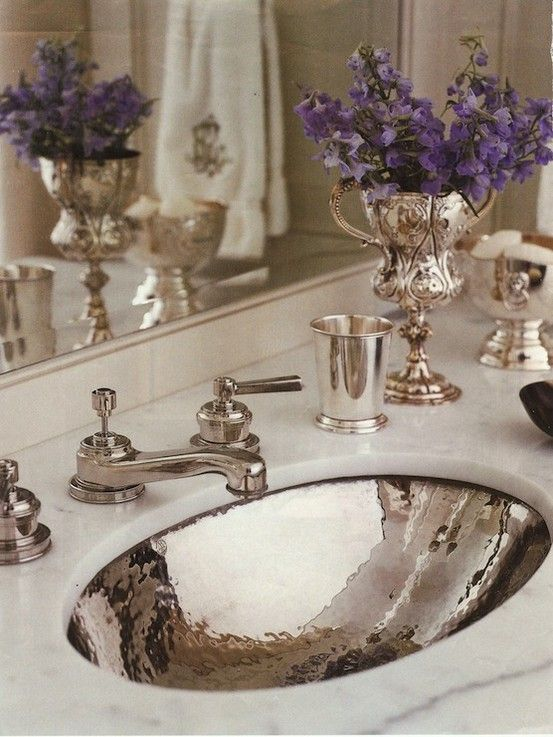 Silver Sink & Silver Accents in this Pretty Lav via http://hauteindoorcouture.blogspot.com