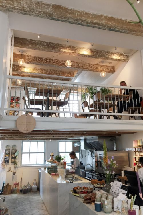 Restaurant pluk in de reestraat amsterdam more modern for Cafe kitchen ideas
