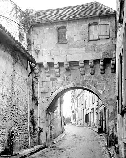 Porte de ville (vieille) Jonzac