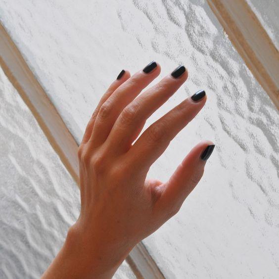 Noir Absolu - Vernis permanent noir - Rituel Manucure - https://www.rituel-manucure.com/couleur-therapie-15ml/3227-noir-absolu-vernis-permanent-noir-3663834145315.html