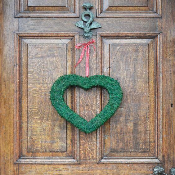 original_real-moss-covered-decorative-heart.jpg (900×900)