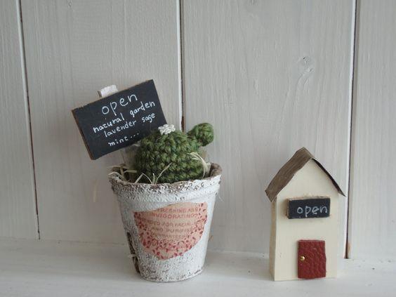 彩を添える小さなお洒落工芸 iCRAFT: さぼてんと屋根とうさぎと。