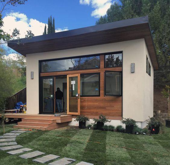krém színű kicsi ház