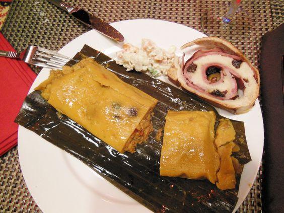Halllacas venezolanas con pan de jamón es la comida típica de navidad en Venezuela, foto #latinaconestilo