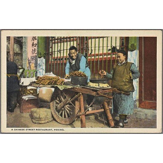 Una de las increíbles antiguas imágenes coloreadas editadas por la Biblioteca Pública de Nueva York. Antiguas imágenes que de alguna forma aún se pueden encontrar hoy en el día a día de China.  One of the amazing old colorful pictures realeased by the @NewYorkPublicLibrary recently.  Images from old times that somehow you can still see in everyday life in China.  www.youlantours.com #china #guilin #viajarachina #traveltochina #shanghai #xian #hongkong #youlantours  sent via @latergramme