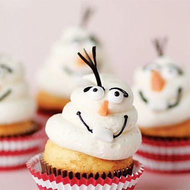 Ces mignons petits cupcakes à l'effigie de votre bonhomme de neige préféré sont faciles à préparer ! #LaReinedesNeiges #Disney #DoItYourself #DIY