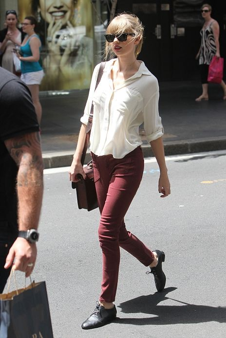 I'm pretty sure that Taylor Swift stole her style from me. I love the breezy shirt, colored pants, and oxfords!!