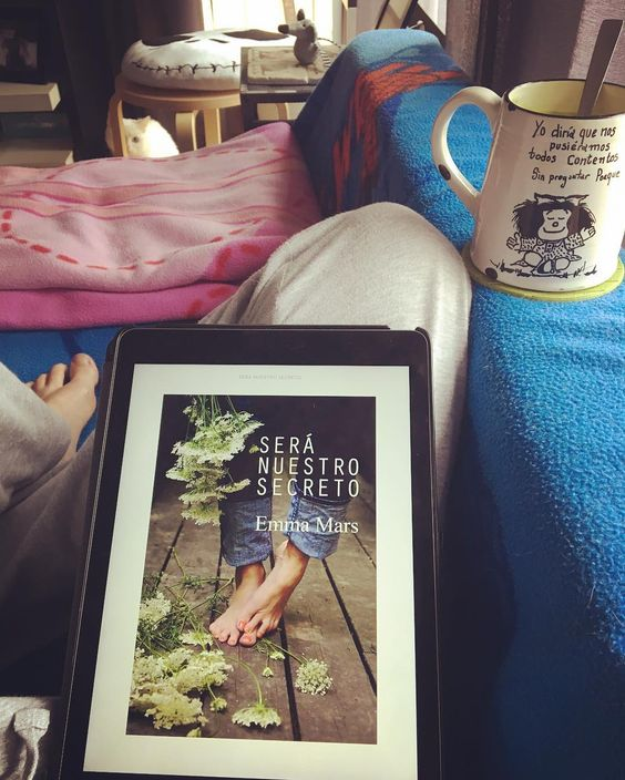Es fácil estar contenta cuando comienzas un libro y más cuando es de #EmmaMars #seranuestrosecreto #relax #hogar #hogardulcehogar Como dice #mafalda a estar contentos sin preguntas y sin un motivo  #happy #hope #leer #read #libro #lgtb #ebook #ipad2 #mug #tazapersonalizada #tazamafalda by rachel_nodal