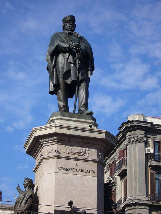 """Praça Garibaldi"". Giuseppe Garibaldi. Nápoles, Campânia. Itália."