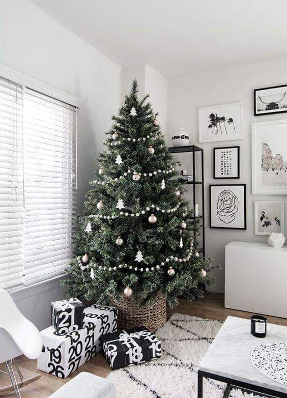 65 Scandinavian Christmas Decorations To Add The Nordic Charm To Your Celebration Scandinavian Christmas Decorations Christmas Tree Inspiration Scandinavian Christmas Trees
