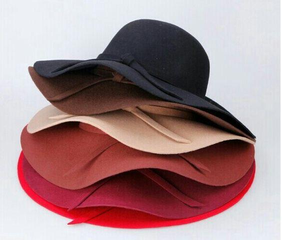 O chapéu floppy é sempre um sucesso de vendasd!
