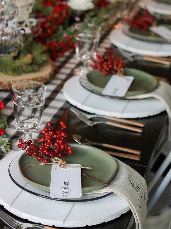 azul e branco A combinação azul e branco é contagiante, principalmente quando se trata de louças e cerâmicas para a mesa, uma das minhas ...
