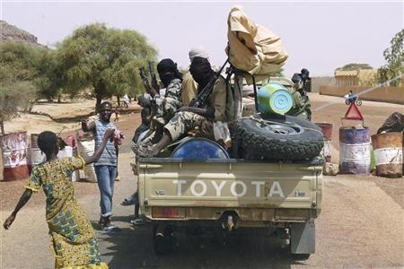 Le Mali ne doit pas devenir un refuge terroriste, prévient Clinton - http://www.andlil.com/le-mali-ne-doit-pas-devenir-un-refuge-terroriste-previent-clinton-84362.html