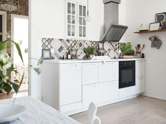 Small white kitchen:
