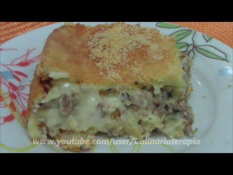 Torta salgada cremosa de massa de batata com recheio de carne e requeijão cremoso tipo catupiry, deliciosa para uma lanche ou refeição acompanhada de uma sal...