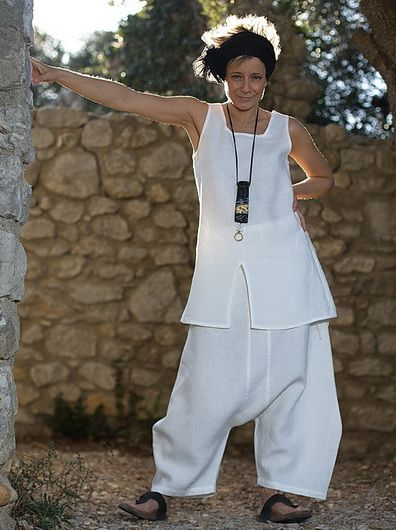 White linen set: short tunic  and japanese style harem pants - Nice top, pass on the pants though!
