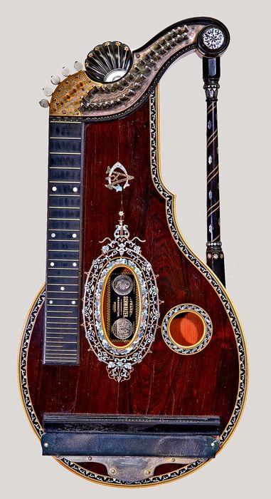 Alpine цитра (Arion Арфа Model) от Франц Шварцер, Вашингтон, Мисури, 1888. Знам.  Той е трябвало да бъде на музикален инструмент, че няма да има и най-малка представа как да се използва.  Но за мен това е едно произведение на изкуството .: