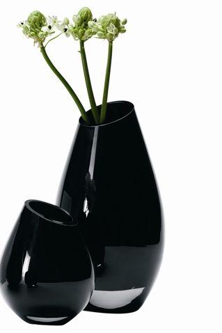 Dekorasyon yaparken siyahı kullanmak isteyenlere vazo modelleri.