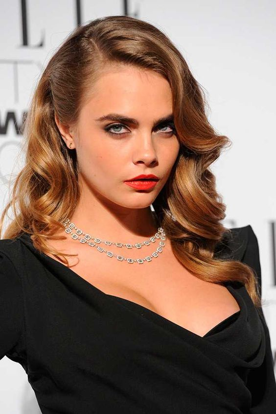 ELLE Style Awards 2015: goes for retro waves and a classic red lip - February 2015