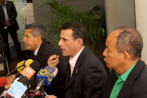 Sostuvo reunión con representantes de Conferencia Episcopal Venezolana  CAPRILES: PARA SUPERAR LA CRISIS ES FUNDAMENTAL UN DIÁLOGO BASADO EN LA CONSTITUCIÓN