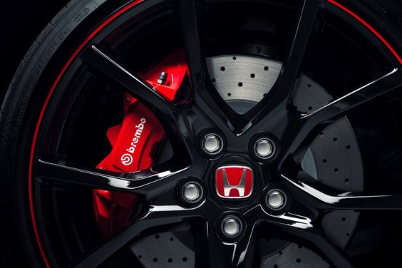 2018 Honda Civic Type R - production. Introduced at the Geneva show in March 2017, for production in the summer of 2017. 320 HP PS.
